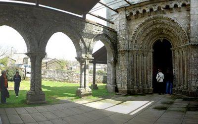¿Qué joyas arquitectónicas puedo visitar en Palas de Rei?