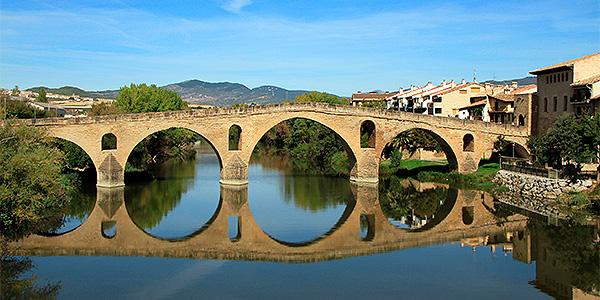 10 pueblos con encanto del Camino Francés - puente-la-reina-y-su-reflejo