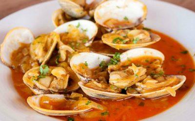 Almejas a la marinera, uno de los platos típicos del Camino de Santiago